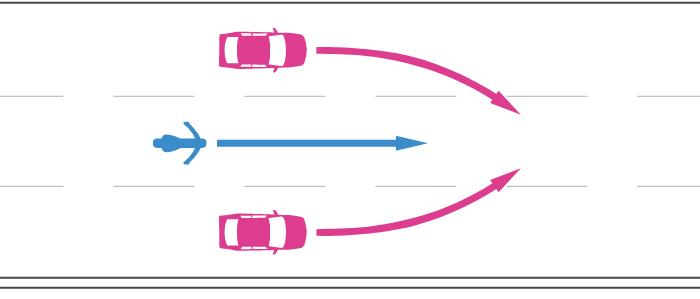 高速道路で追越車線以外の車線へ車線変更する四輪自動車と後続の直進する単車の事故