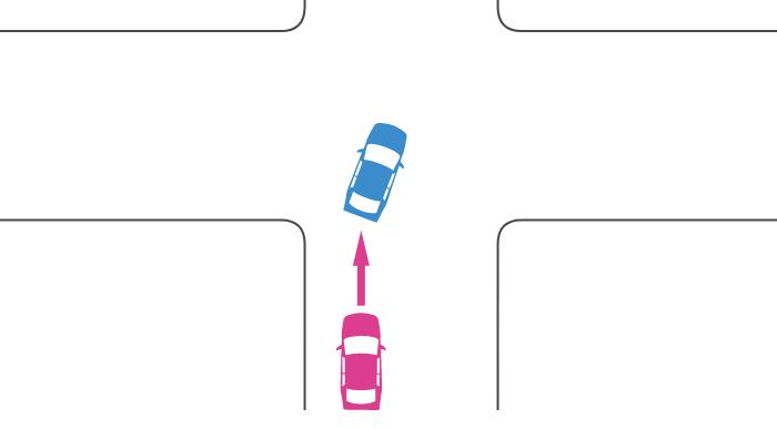 交差点で右折待ちで停止していた車に後続車が追突した事故