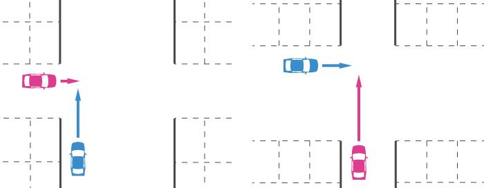 駐車場の一方の通路の幅員が明らかに広い十字路での出合い頭事故